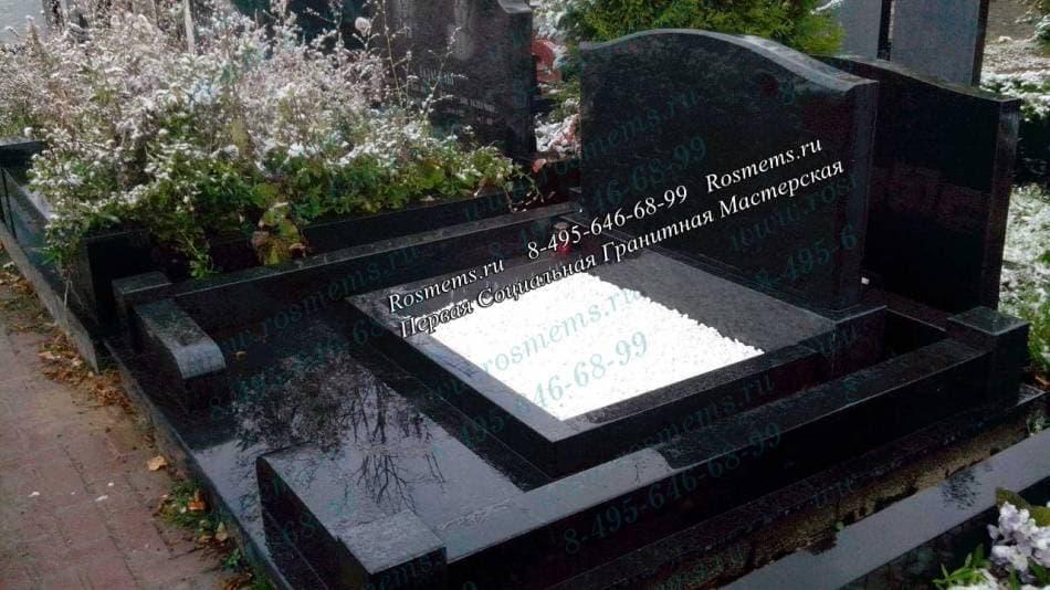 Мемориальный комплекс из двух видов гранитов Царицыно Памятник Роза из двух видов гранита Костомукша